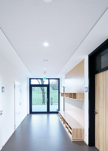 Free-span demountable ceilings